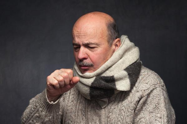 أعراض الالتهاب الرئوي وأسبابه وطرق علاجهُ في المنزل