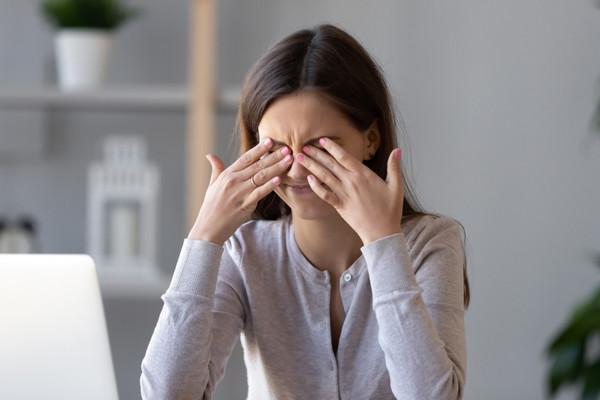 علاج جفاف العين في المنزل