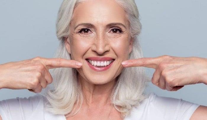 الاثار الجانبية لتبييض الاسنان