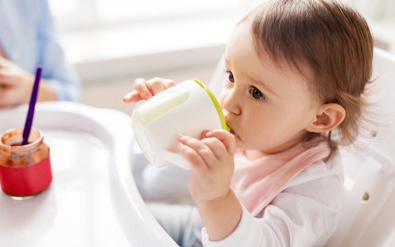 متى يمكن للطفل شرب العصير ؟