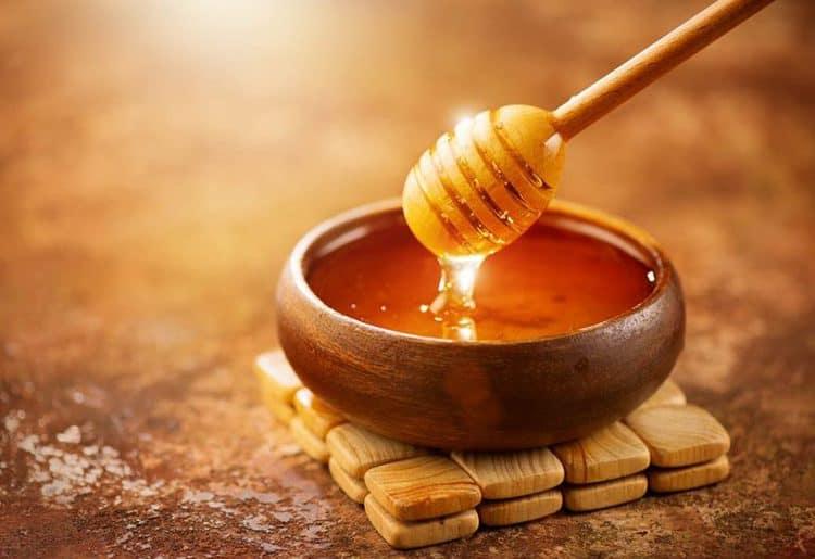 7 وصفات من العسل لشعر لامع هذا الشتاء