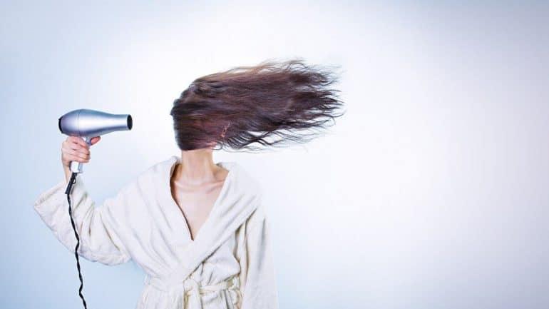 5 علاجات منزلية لتوديع قشرة الرأس