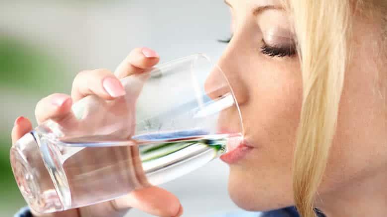 لماذا من المهم شرب الكثير من الماء؟