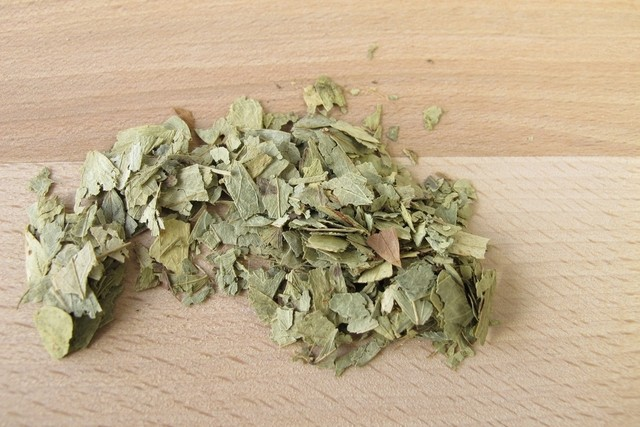 كيفية جعل دورتك الشهرية تنخفض: 4 خيارات من الشاي الطبيعي