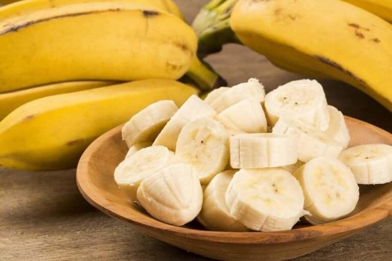 1. مقشر الجسم بالسكر الموز للبشرة الجافة