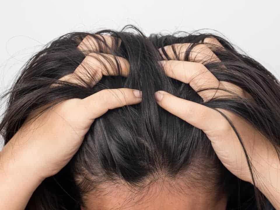 Зуд кожи головы – причины и лечение | КУДРИ-ЛОКОНЫ | Яндекс Дзен