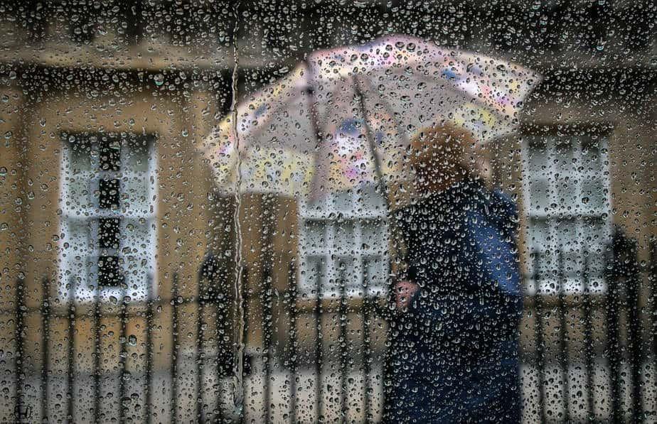 حساسية الجلد من المطر وعلاجها - أونيلا