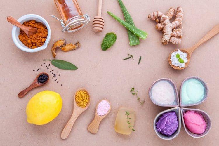 طرق طبيعية لشد بشرتك بمكونات من مطبخك
