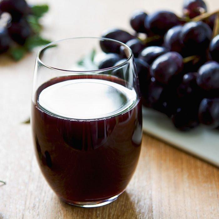 عصير عنب طازج من بعض كروم العنب
