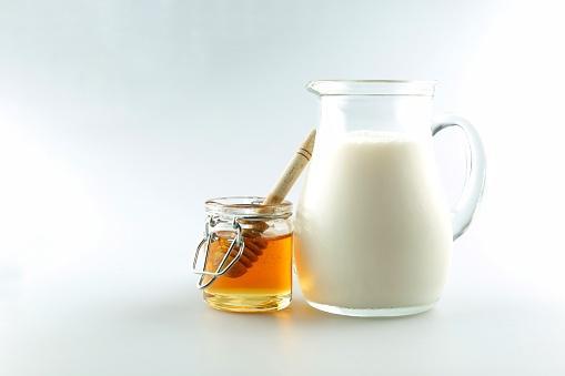 ماسك العسل والحليبللشعر الناعم