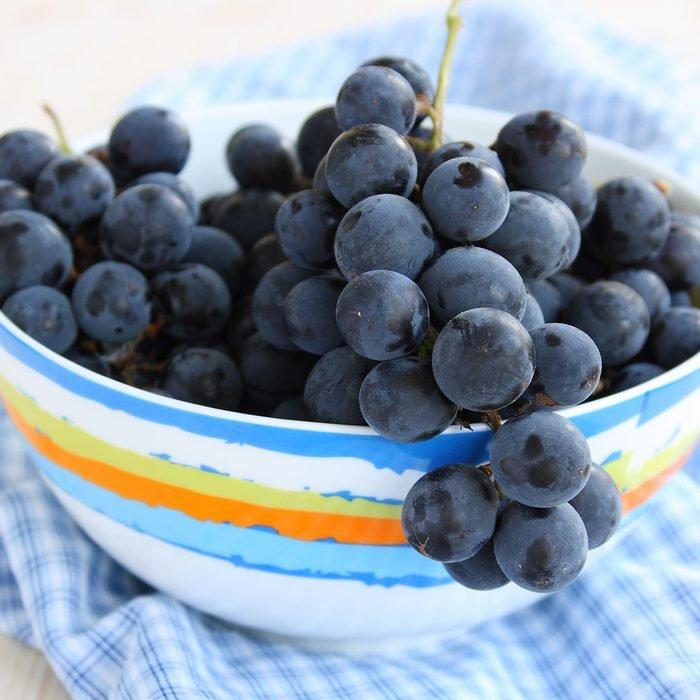 العنب في وعاء