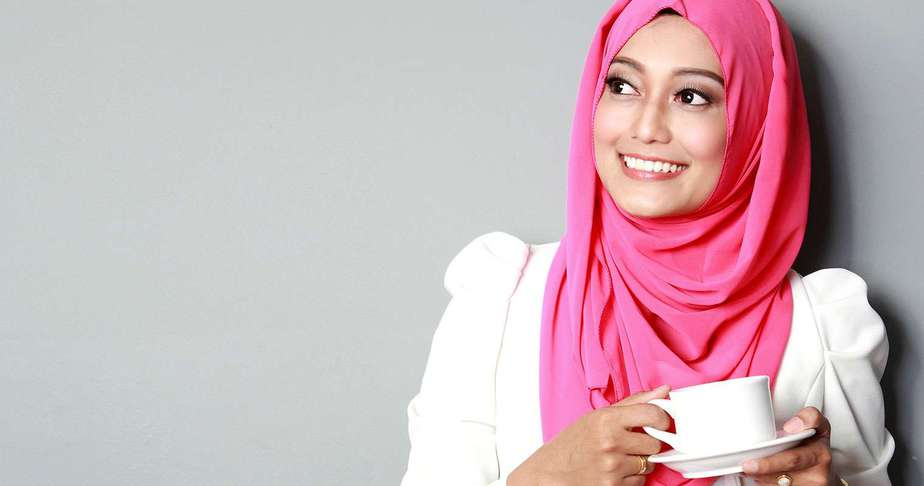 halal skincare products allow muslim woman to feel beautiful yet follow her faith1