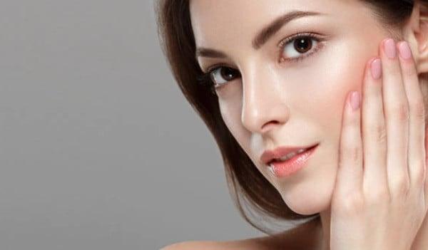 أفضل 13 ماسك بالنشا لتبييض الوجه