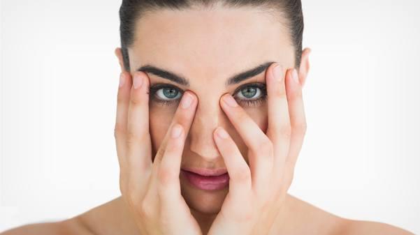 نصائح للتخلص من الهالات السوداء تحت العيون