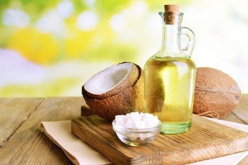 코코넛 오일의 놀라운 6가지 효능 — 건강을 위한 발걸음
