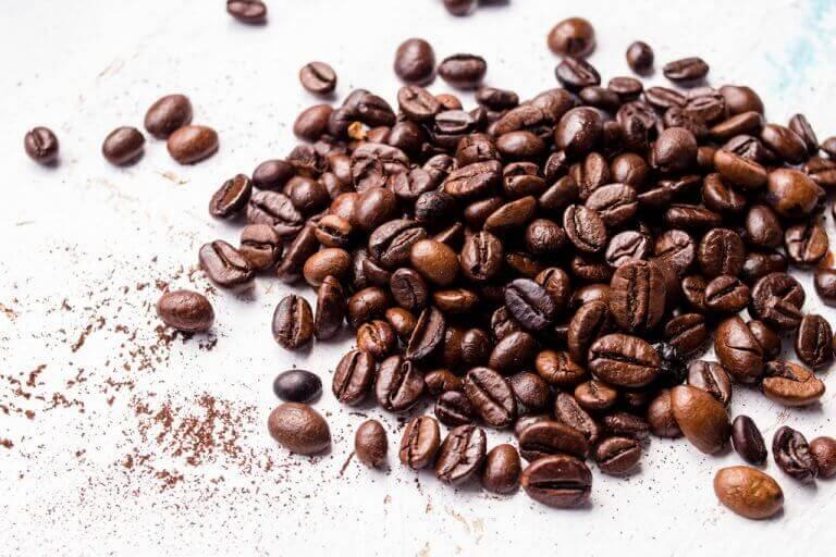 أقنعة القهوة والقرفة