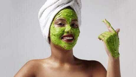 зволожувальні маски від сонячних плям
