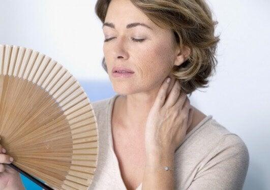 انقطاع الطمث يسبب ترهل الثديين