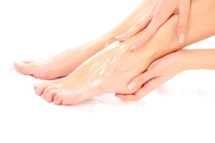 5 وصفات لتدليل بشرة القدمين لتكون بيضاء ونقية وناعمة