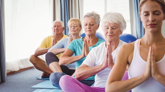 تمارين يوغا أساسية مخصصة لكبار السن - أونيلا