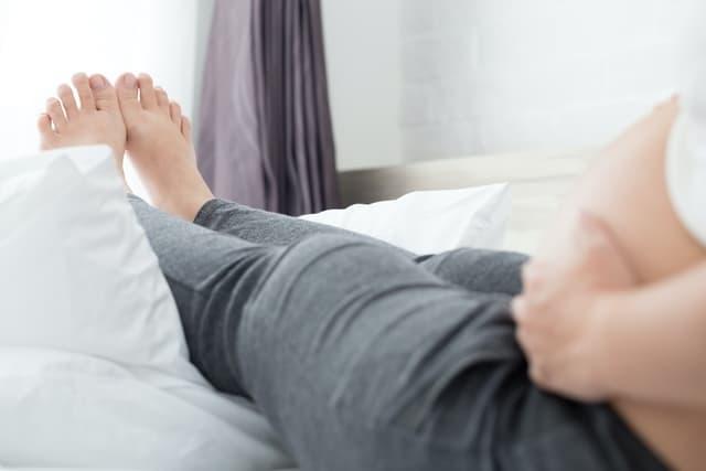 10 طرق لتجنب تورم القدمين أثناء الحمل