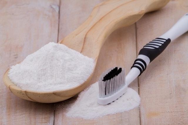 إزالة الجير من الأسنان بالطب البديل