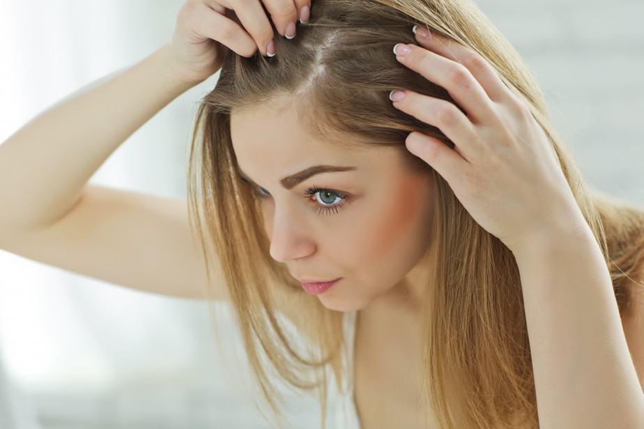 أسباب تساقط الشعر عند البنات - أونيلا