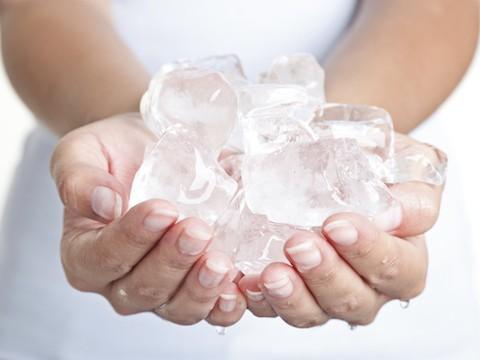 فوائد الثلج للوجة وللبشرة - أونيلا