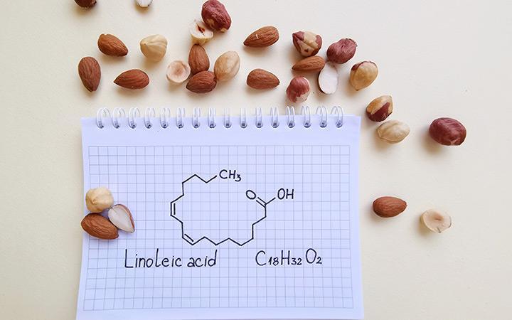 الصيغة الكيميائية الهيكلية لحمض اللينوليك