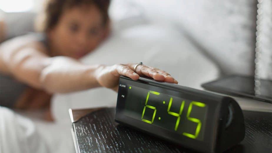 كيفية الاستيقاظ في الوقت المحدد - أونيلا