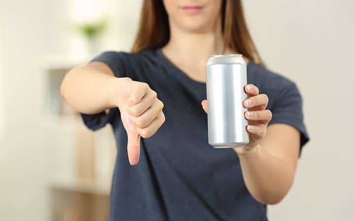 أفضل 6 مشروبات لعلاج حب الشباب وأسوأ 5 يجب تجنبها